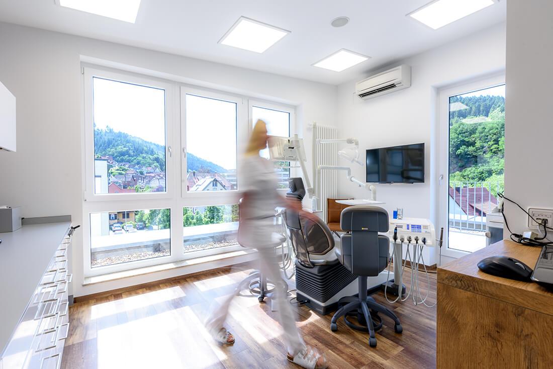 Zahnarzt Schiltach - Dr. Dietmar Jäckle - Praxis - Behandlungszimmer